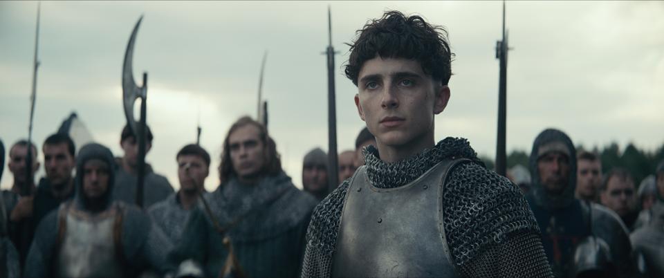 [Review] The King – Âm điệu Pháp của Robert Pattinson được bàn tán nhiều nhất